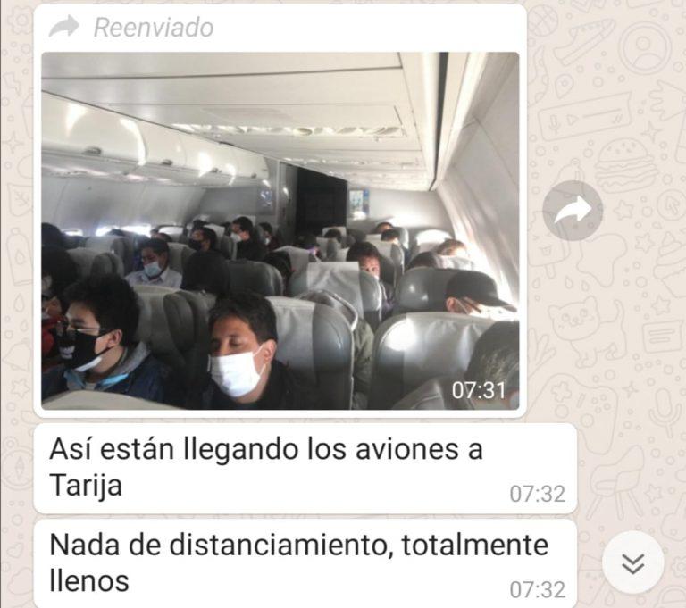 Aerolíneas bolivianas no cumplen con el distanciamiento social pero hay poco riesgo de contagio